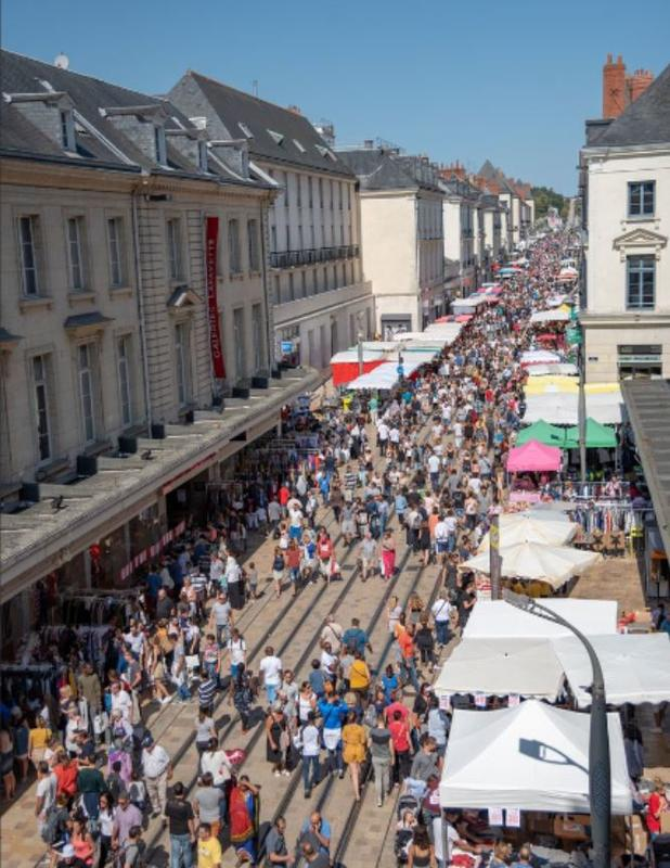 date brocante tours