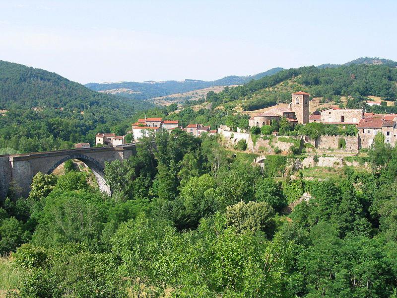 Vue panoramique sur la ville de Vieille Brioude
