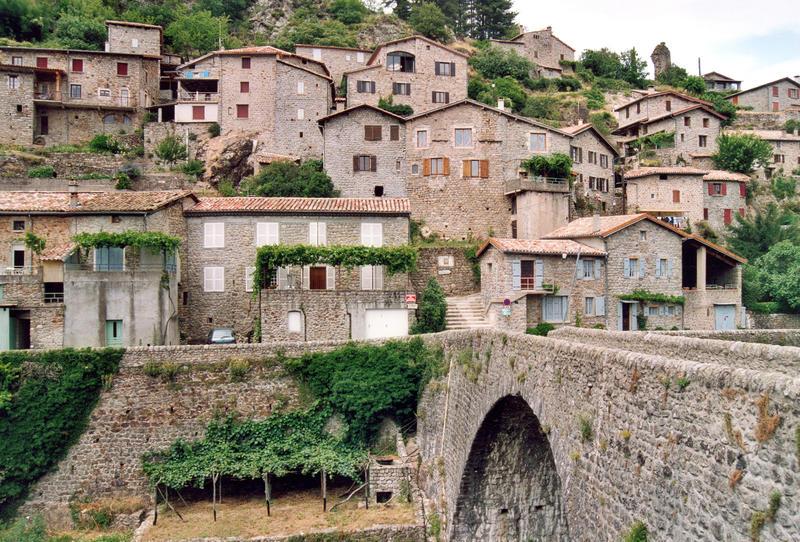 Vue sur la ville de Jaujac