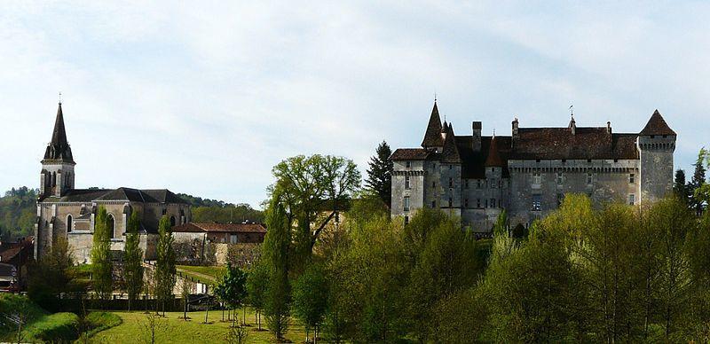 L'Eglise Saint Jean et le Château de Château l'Evêque