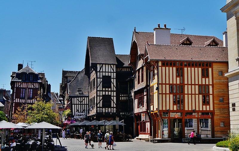 Place Alexandre-Israël-Platz dans la ville de Troyes