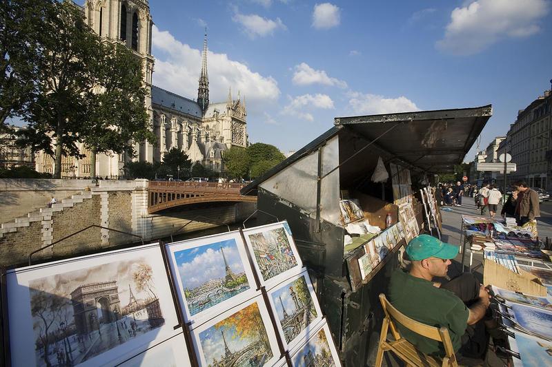 Stand de Bouquinistes dans le centre de Paris
