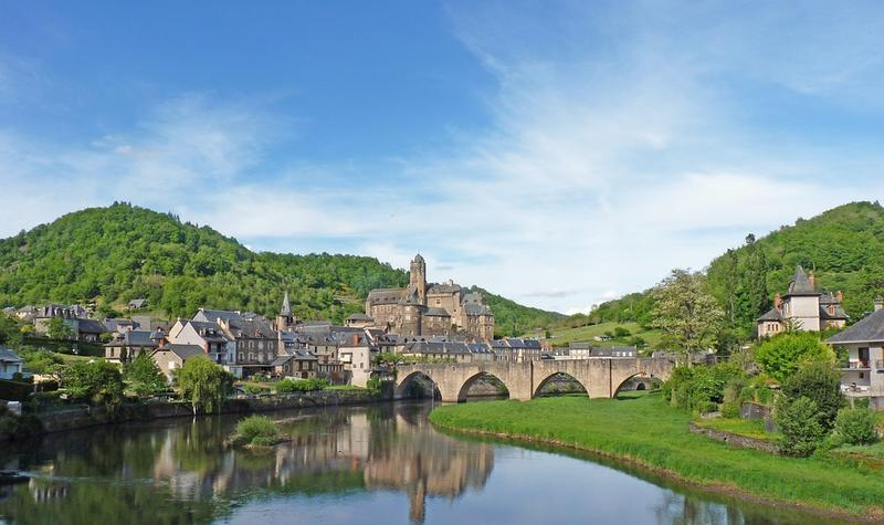 Vue panoramique de la ville d'Estaing