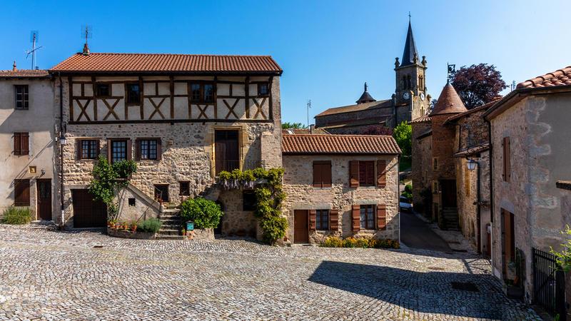 Place du village de la ville de Crozet
