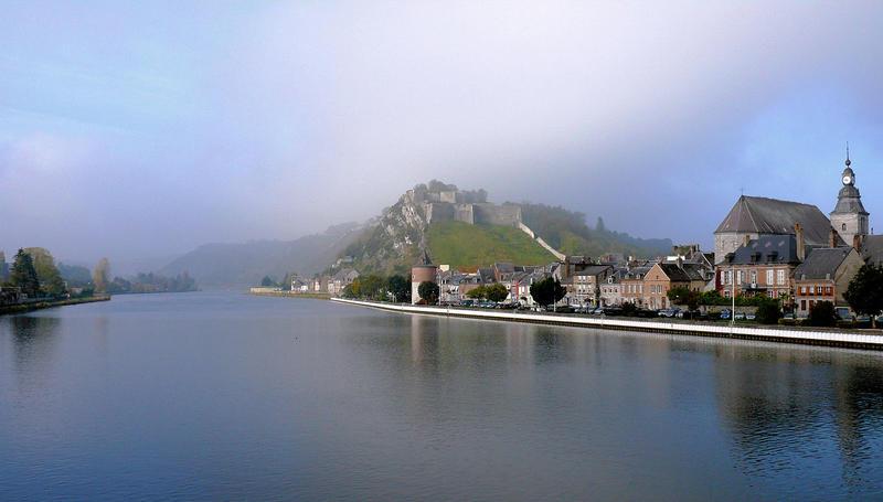 Vue de la Meuse et du fort de Charlemont à Givet