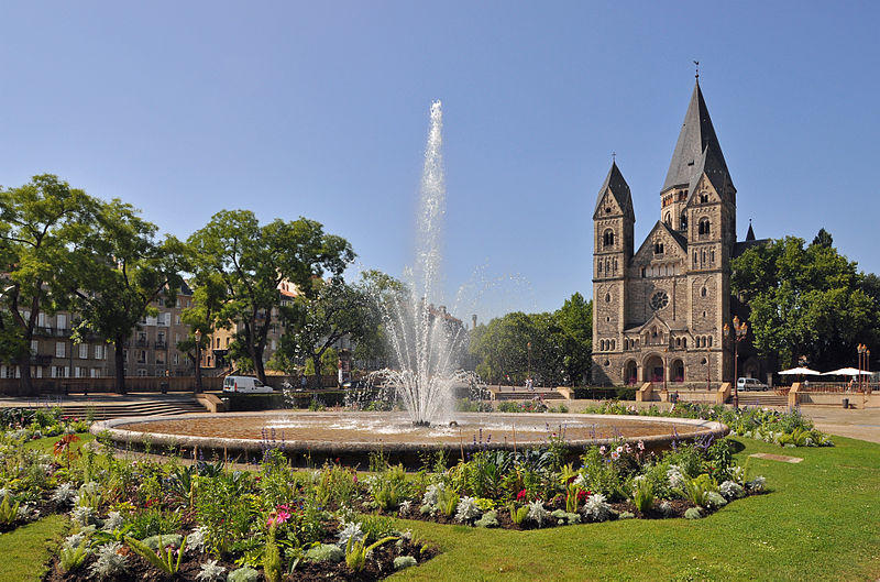 La place de la Comédie et le Temple Neuf à Metz
