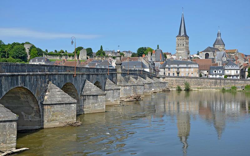Grand pont sur la Loire à la Charité-sur-Loire