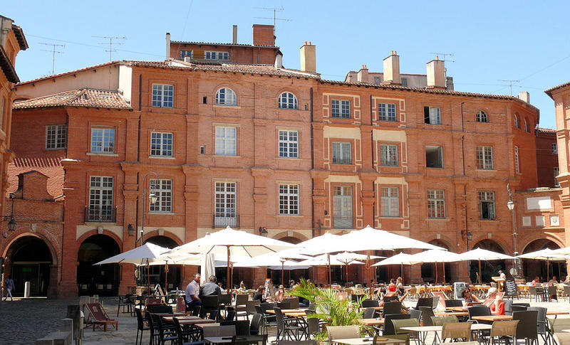 La place Nationale de Montauban