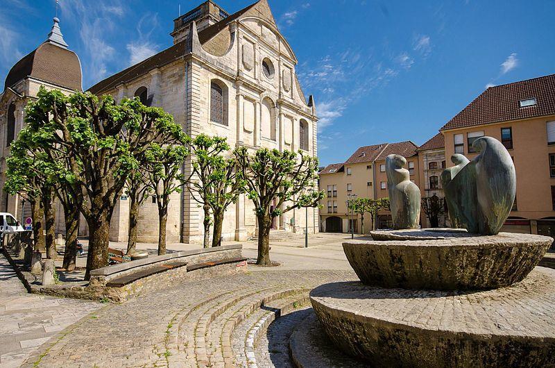 Place de l'église de Vésoul