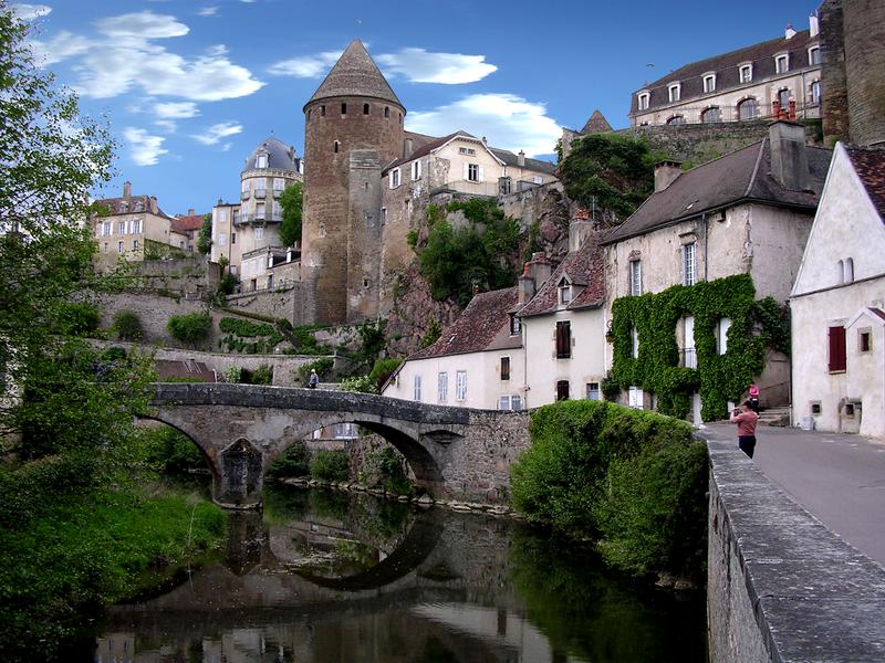 L'Armançon et le pont Pinard à Semur-en-Auxois