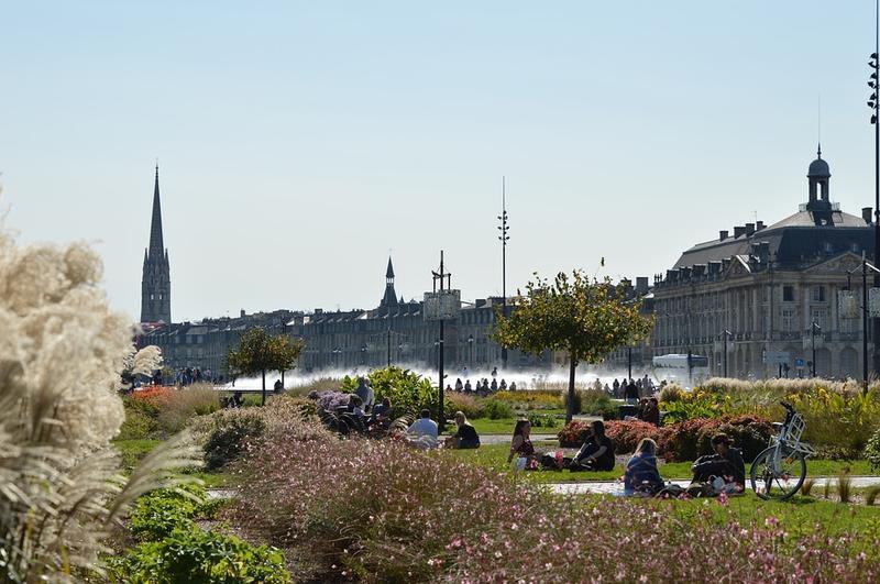 Vue panoramique sur les quais de Bordeaux